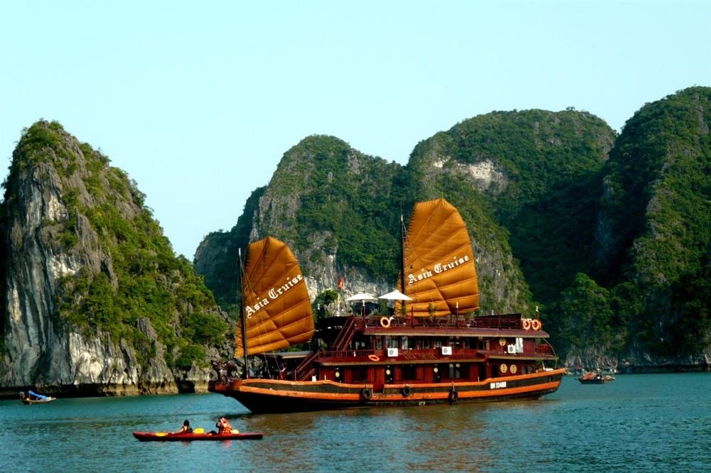 Tour du lịch Hạ Long 2 ngày 1 đêm ngủ tàu